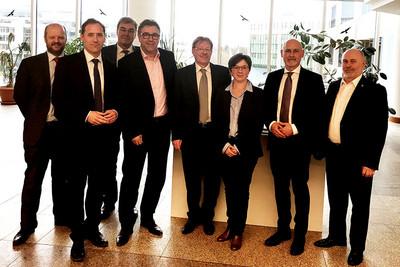 (v.l.n.r.): Mark Köhler (dbb), Jan Seidel (Bundesvorsitzender BTB), Michael Deres (BMVI), Andreas Hemsing (Landesvorsitzender komba nrw), Hermann-Josef Siebigteroth (Bundesvorsitzender VDStra), Tatjana Tegtbauer (BMVI), Volker Geyer (dbb-Fachvorstand Tarifpolitik) und Jürgen Kretzschmar (Bundesvorsitzender DVG) (Foto: © komba gewerkschaft)